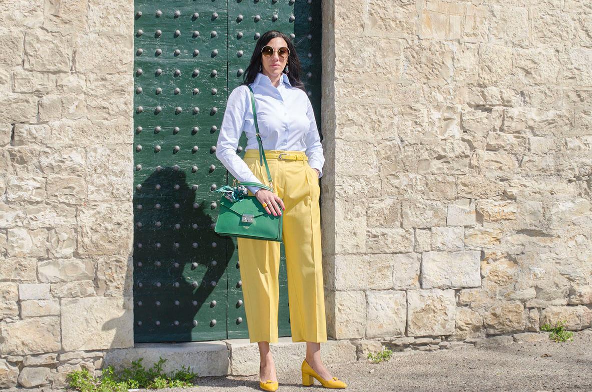 Outfit - pantaloni gialli a sigaretta gialli