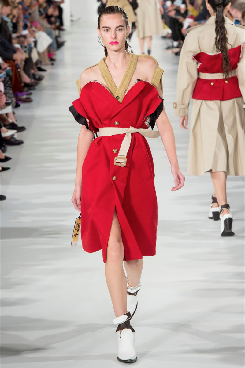 Colore rosso protagonista: le tendenze dalle sfilate - Margiela