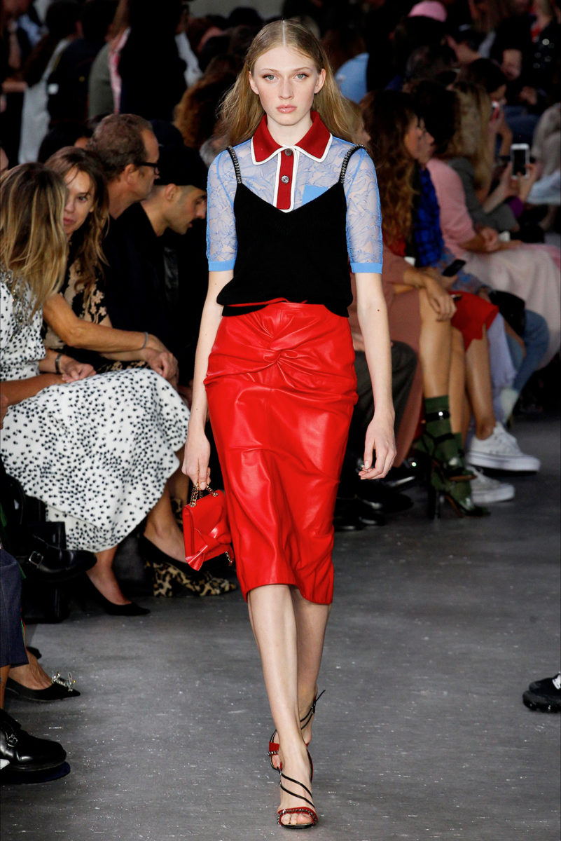 Colore rosso protagonista: le tendenze dalle sfilate - N21