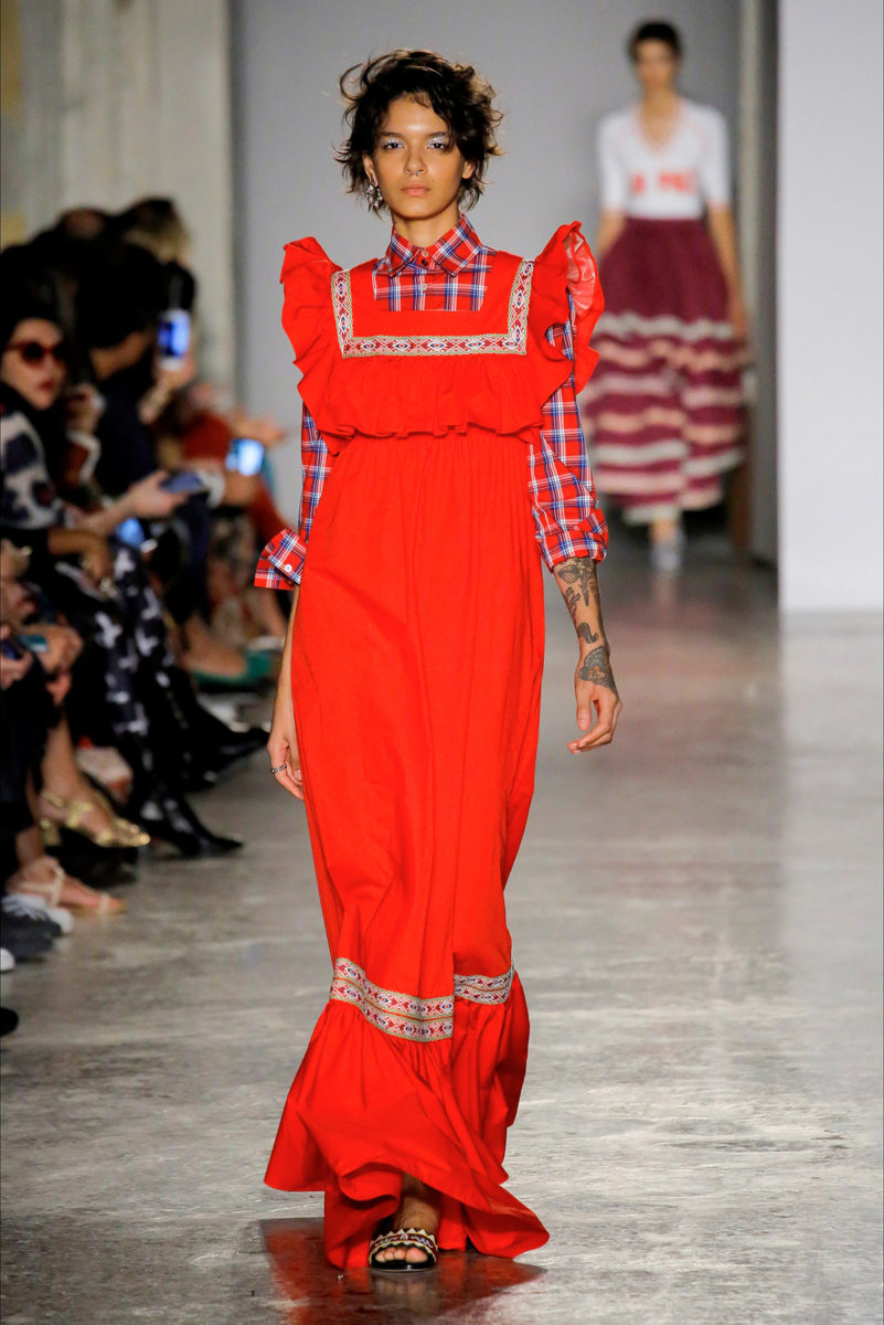Colore rosso protagonista: le tendenze dalle sfilate - Stella Jeans