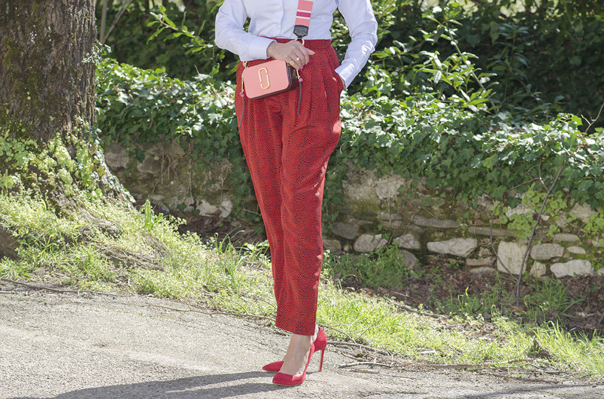 Rosso cherry tomato e rosa intenso: un look super trendy - 07